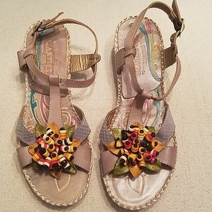 NWOB. L'Atiste Sandals. Beaded Flower.